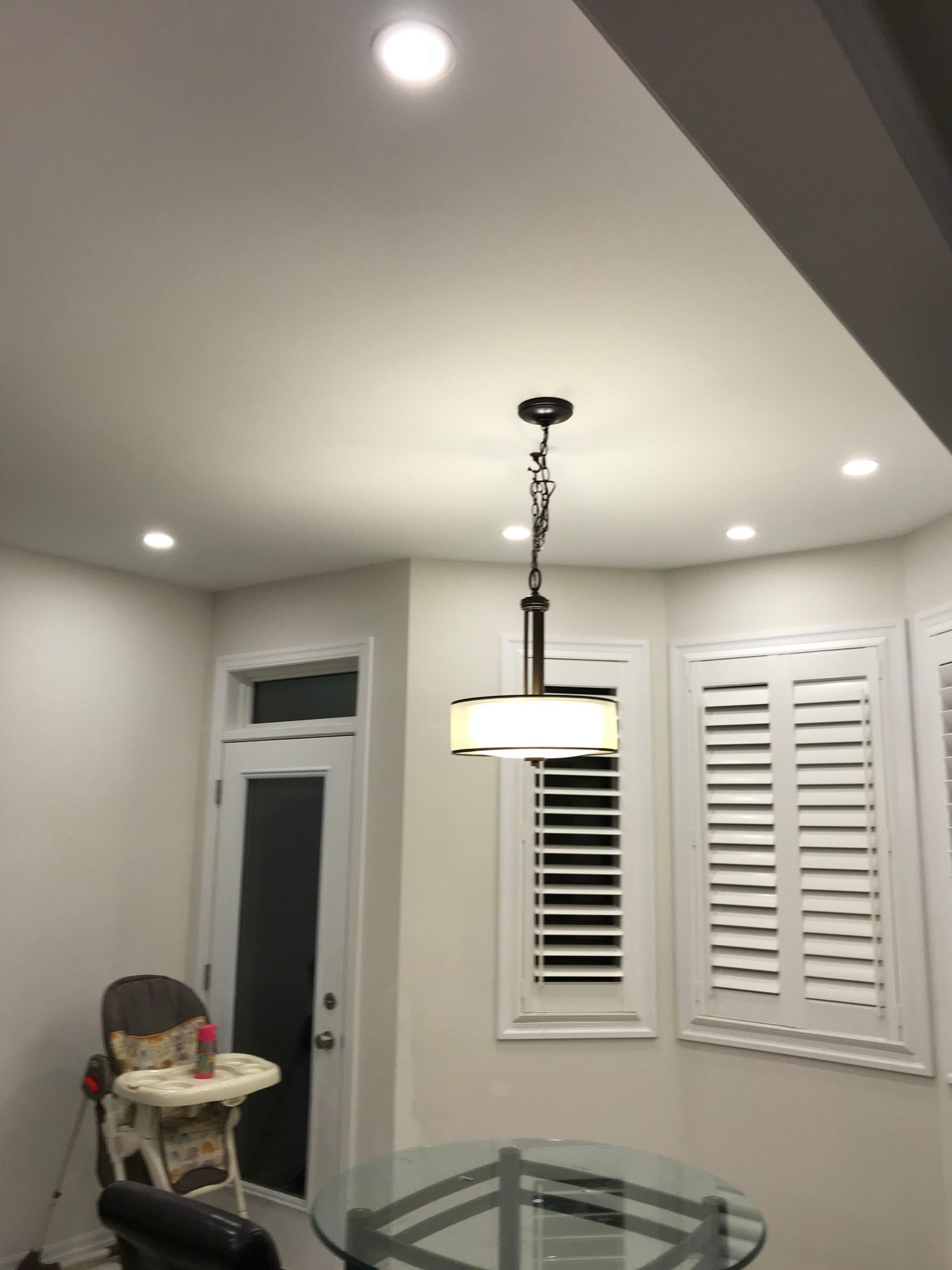 pot light layout in the dining room